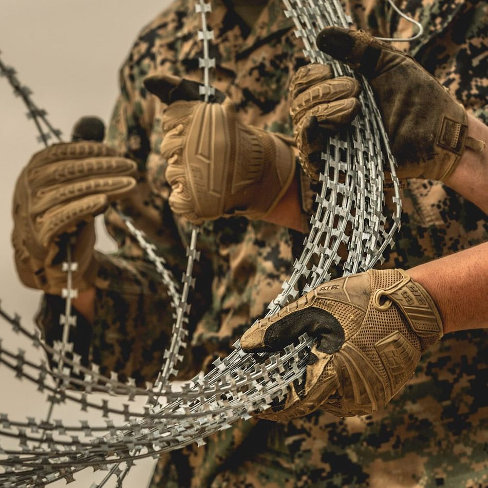 military and tactical gloves